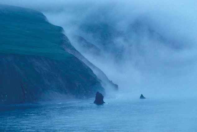 Bering_sea_in_mist_foggy_scenics